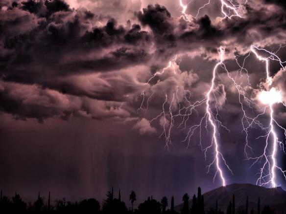 Lightning_weather_Wallpaper_hflv9