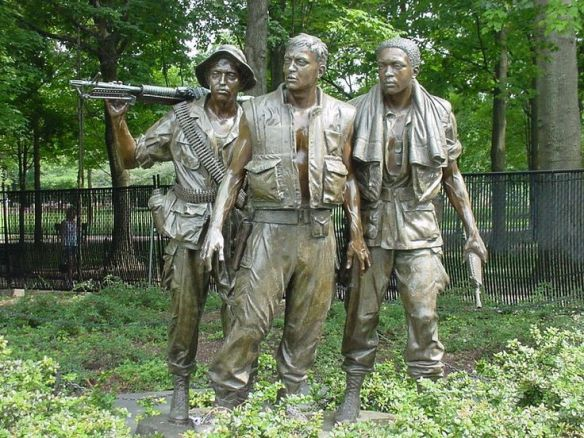 vietnam-memorial-three-soldiers