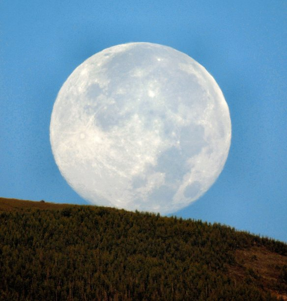 Aug. 11 2014 Full Moon about to set behind the Rocky Mtn. Front Range; 6:38AM