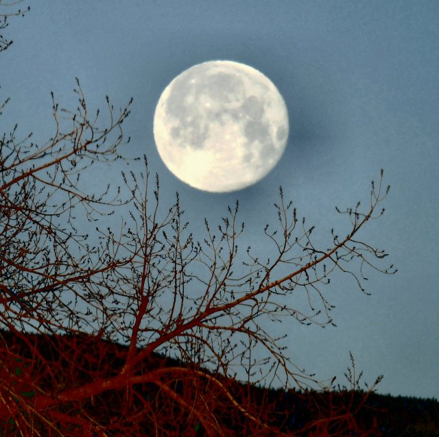 Spring 2016 setting full moon 2216