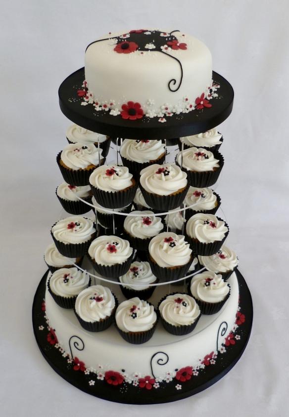 bday cake w cupcakes